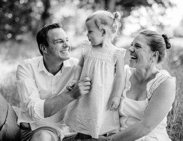 Wie entstehen authentische Familienfotos im Freien?